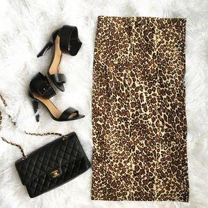 Dresses & Skirts - 💗Leopard print midi skirt💗