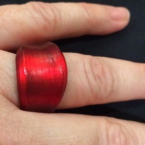 Jewelry - Fun & comfortable glass-like red ring - size 7