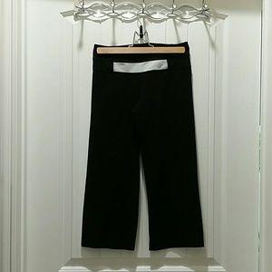 Black crop lululemon pants