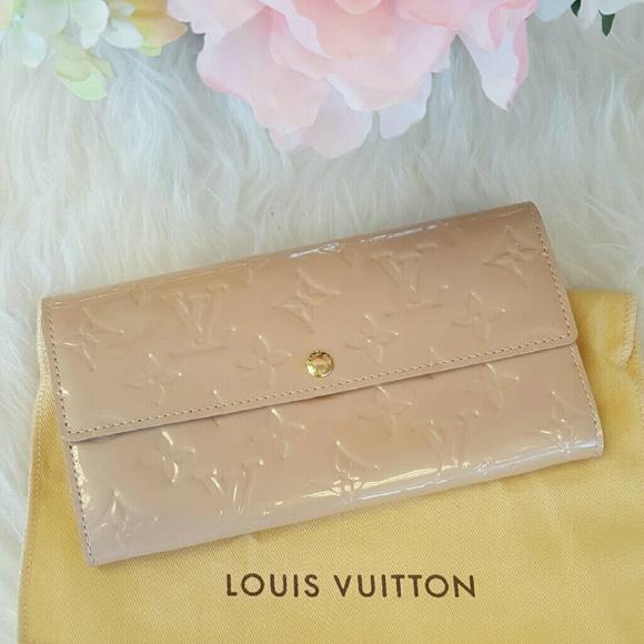 36d0032f0feba Louis Vuitton Handbags - Sale! Authentic Louis Vuitton Sarah Wallet
