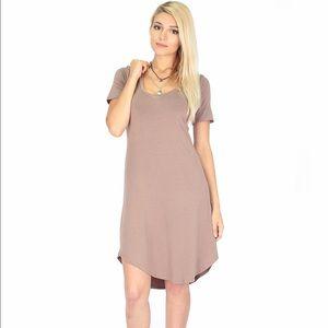 23afdd8dd30d6 Dresses   Skirts - Truly madly deep v neck dress