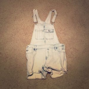 Other - Cute short overalls