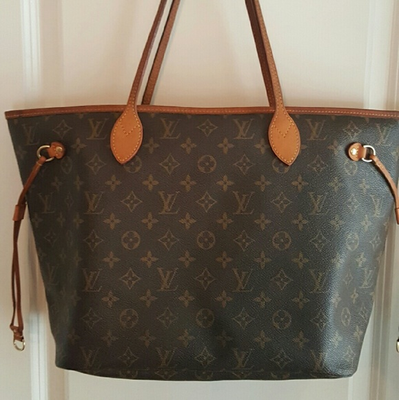 dc1df7313a43 Louis Vuitton Handbags - Louis Vuitton Neverfull MM monogram canvas