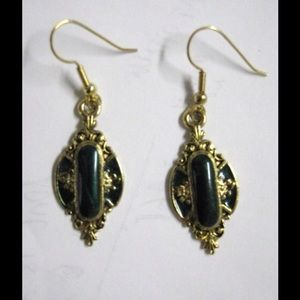 Jewelry - 💚 Vintage style golden and dark green earrings 💚