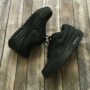Nike Shoes - Nike Air Max 1 essential (black)
