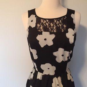 Kensie Black and white floral dress
