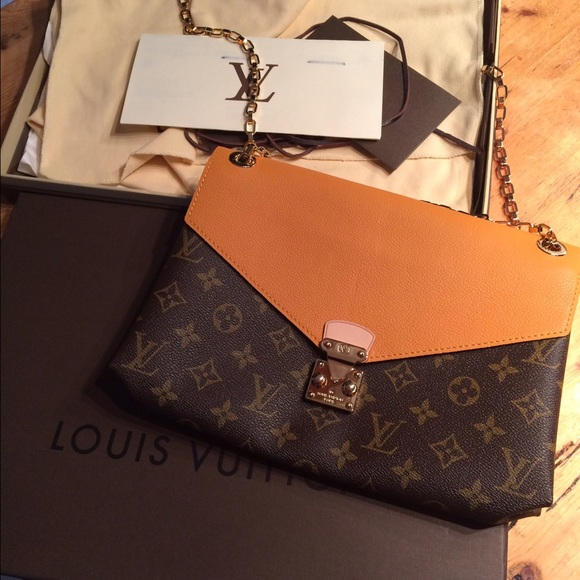 Authentic brand new Louis Vuitton Pallas Chain 535a1f9bfed9e