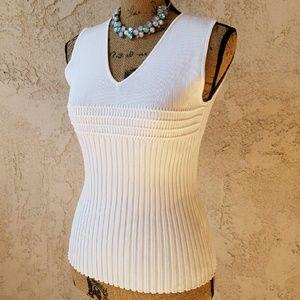 235) Stunning white sleeveless sweater top