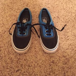 Vans Shoes That Have White Rim On The Front