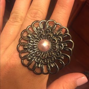 Jewelry - Flower costume ring, one size