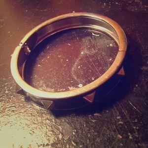 Metal spiked bracelet (clasp)