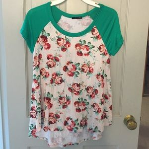 NWOT Floral High Low Tee size Small