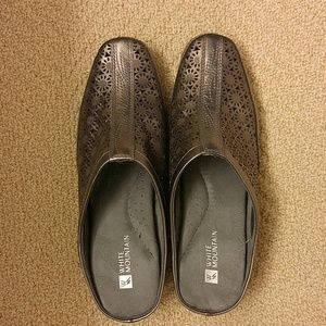 Shoes - Beautiful slip on shoes!