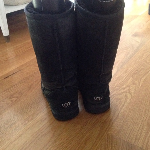 ugg classic tall black boots size 7