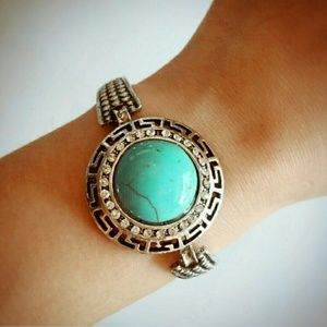 T&J Designs Jewelry - 🆕✨HP✨LARGE TURQUOISE CIRCLE STONE BANGLE BRACELET
