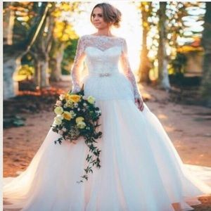 Dresses & Skirts - A Beautiful Wedding Gown