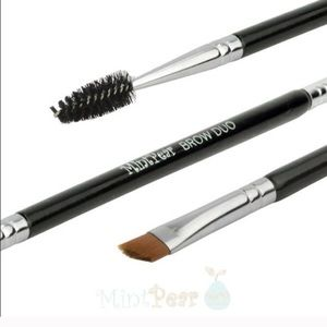Mint Pear Beauty Other - Mint Pear Beauty eyeliner/ brow duo brush-NEW!
