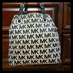 191 Unlimited Handbags - MICHAEL KORS/AUTHENTIC/NEW PRICE HOUR ONLY