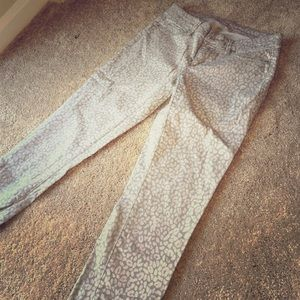 Loft skinny pants! Grey leopard print