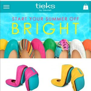 ISO - Any color Tieks in a size 7 or 8