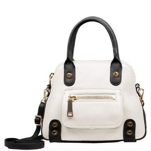 🎉 HP 🎉 White and black Linea Pelle bag