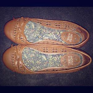 Hot Kiss Shoes - Hot kiss tan flats