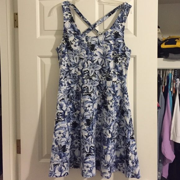 9bb1ed196699 H M Dresses   Skirts - Blue and White Floral Skater Dress