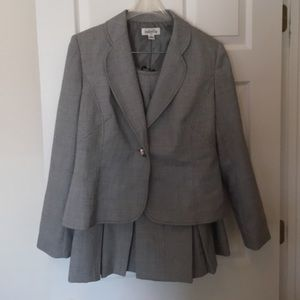 Isabella grey skirt suit in size 12