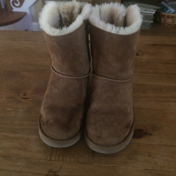 brown uggs with bows