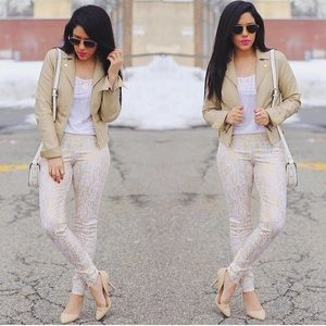 HUE Pants - Gold & White Snakeskin Leggings