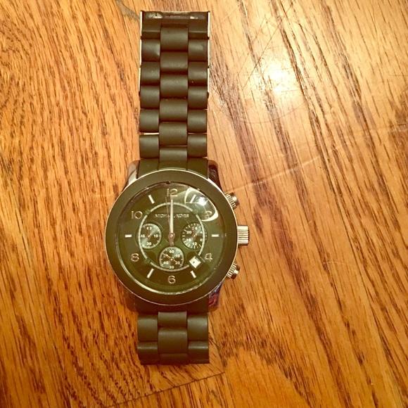 5941504b6b5d Michael Kors Army Green Watch. M 576efbf29818290b15067a5f