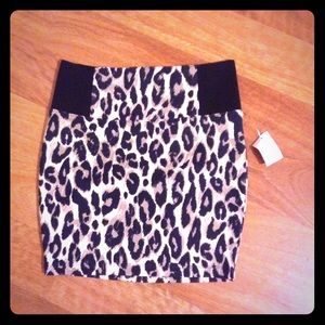 Leopard mini skirt!