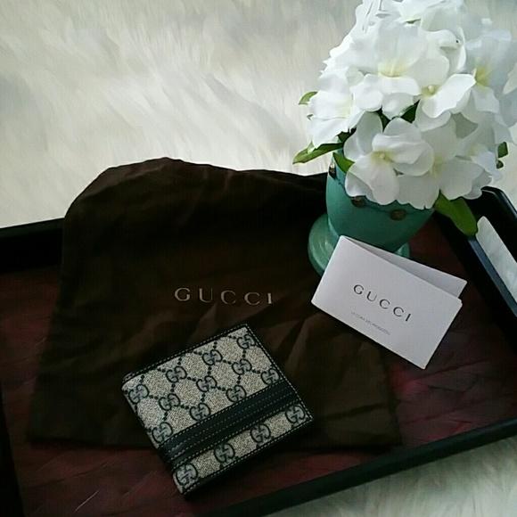 da81d7112658 Gucci Handbags - GUCCI Gg Supreme canvas bi-fold wallet