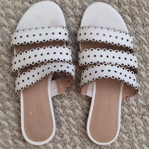 kate spade Shoes - MOVING SALE❗️Kate Spade White Scallop Sandals