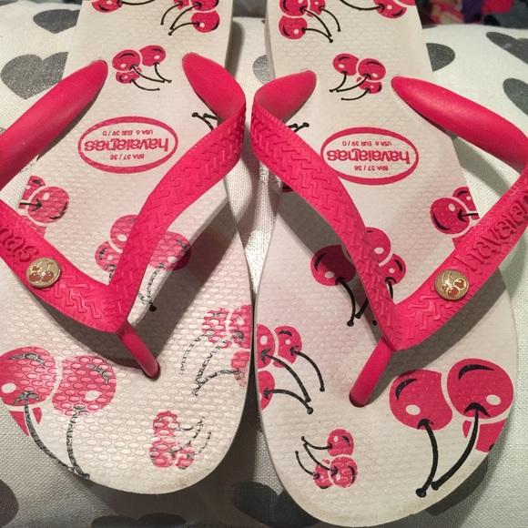 0772ca3bbd9abe Havaianas Shoes - Havianas size 6 cherry flip flops