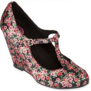 K9 Rocketdog Shoes - 🔥4/$25🔥Adorable Floral T Strap Wedge Size 7