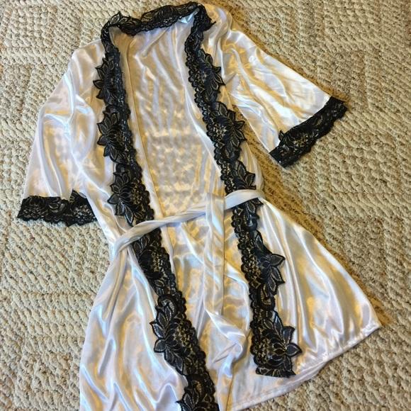 d7b8663ac White satin robe with black lace trim. M 576f57247fab3aa511074a5b