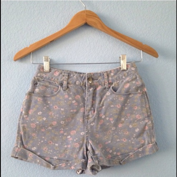 Urban Outfitters - High waisted patterned shorts from Alyssa's ...