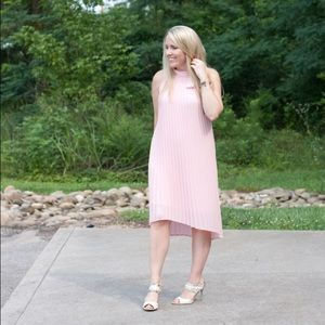 Dresses & Skirts - Pleated pink halter tie neck dress