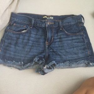 adorable dark wash mid rise frayed Jean shorts