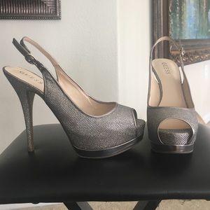 Size 8.5 Guess pumps