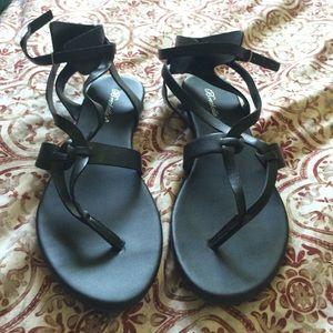 NWOT Lulu's Black Sandals