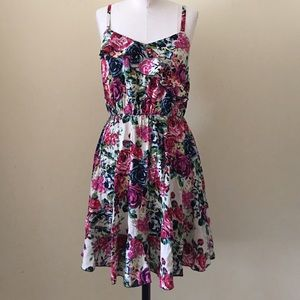 ModCloth Dresses & Skirts - Bright and breezy floral dress