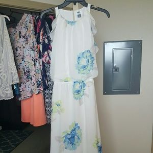 Old Navy Dresses & Skirts - Floral print maxi dress