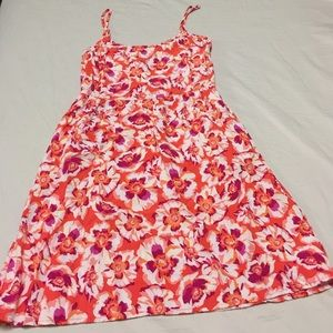 Beautiful GAP floral dress w/pockets on the sides!