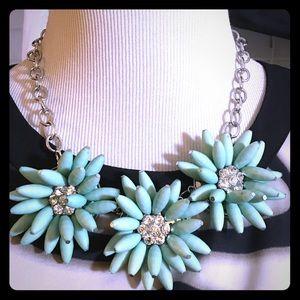 Jewelry - Green Three Flower Necklace