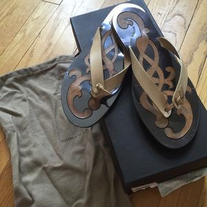 Neutral Bottega Veneta Knotted Thong Sandal size 7