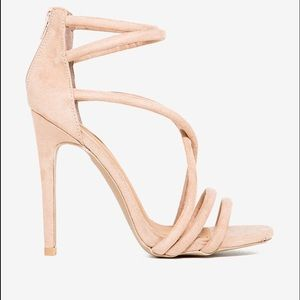Shoes - 🔴New Heels🔴 These nude heels are to die for♥️♥️