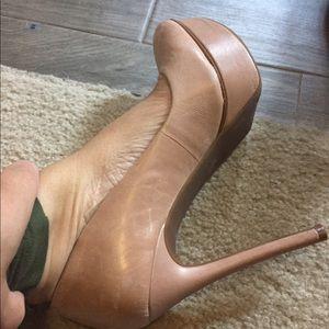 Gorgeous Jessica Simpson nude pumps