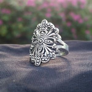 Jewelry - NWOT Vintage Inspired Tibetan Silver Ring